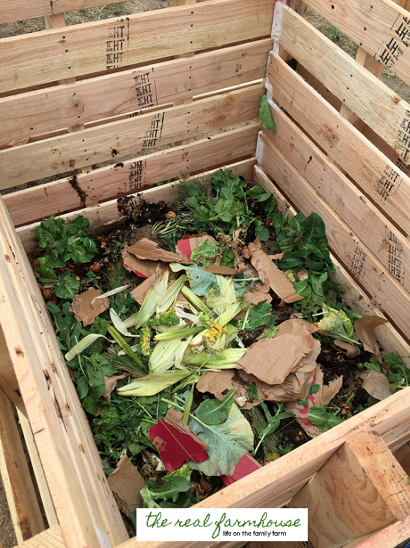 diy 10 minute compost bin from pallets